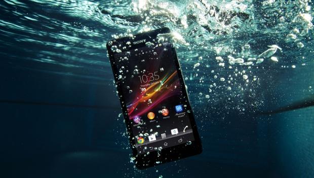 Sony presenta Xperia ZR: lo smartphone in grado di scattare foto subacquee